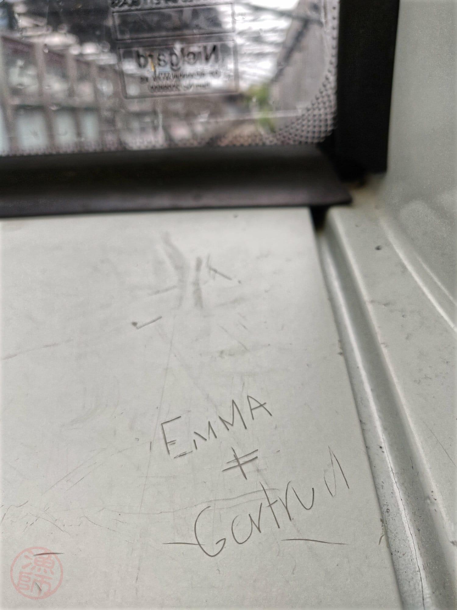 Emma és valaki...